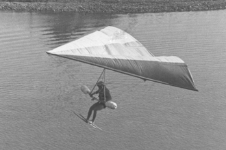 1971: Mike was one of the first US pilots of the hang glider at the Marine World Ski Show.